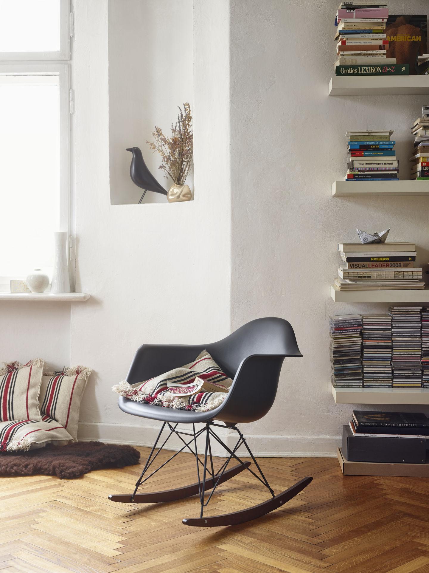 1097277-eames-plastic-armchair-rar-v-fullbleed-1440x